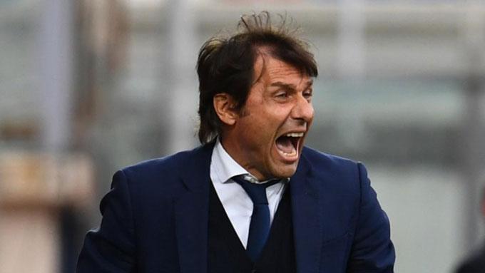 Conte đã chính thức biến đội bóng cũ Juventus thành cựu vương