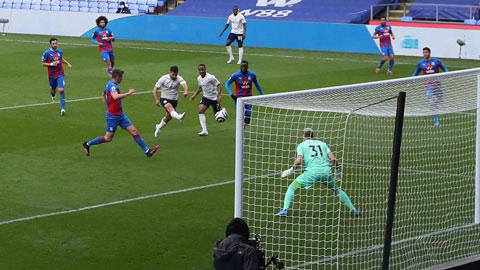Aguero ghi bàn thắng vào lưới Crystal Palace sau pha dứt điểm đẳng cấp ở phút 57