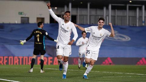 Antonio Blanco (phải) đã thi đấu rất năng nổ để tạo điều kiện cho Casemiro băng lên