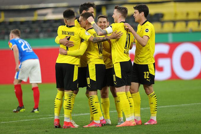 Dortmund vào chung kết Cúp QG Đức sau khi hủy diệt Holstein Kiel