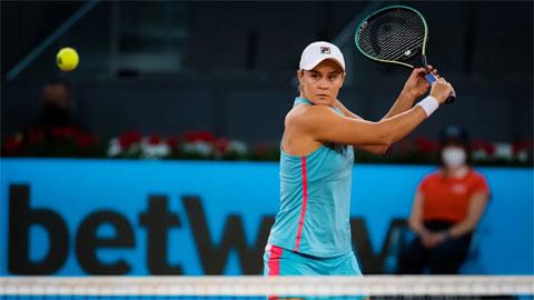 Ashleigh Barty hạ Iga Swiatek, đoạt vé tứ kết Madrid Open 2021
