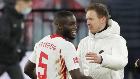 Upamecano cùng ông thầy Nagelsmann sẽ đến Bayern từ mùa sau