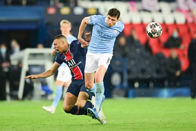 Mbappe bị hàng thủ Man City khóa chặt ở lượt đi