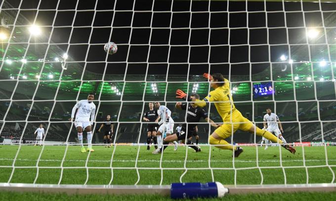 Real đã nhiều lần ghi bàn phút cuối như bàn thắng gỡ hòa 2-2 của Casemiro ở trận đấu với Gladbach ở vòng bảng Champions League