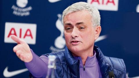 Tottenham vẫn phải trả Mourinho gấp đôi lương tại Roma