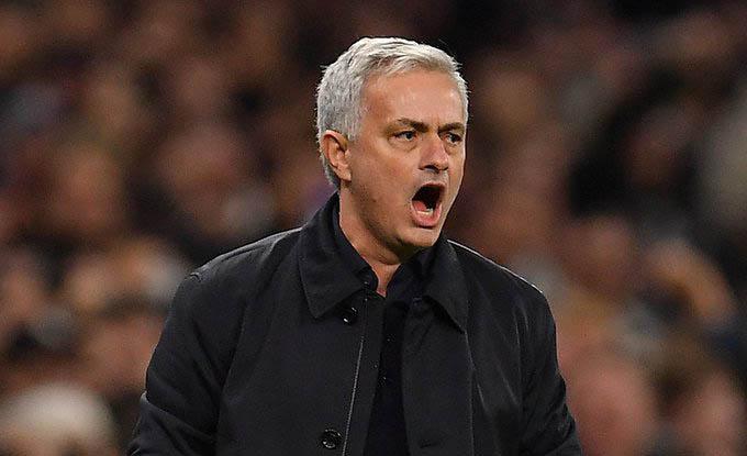 HLV Mourinho gây sốc khi chọn Roma làm bến đỗ mới