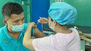 Các thành viên ĐT futsal Việt Nam được tiêm vaccine