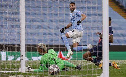 Mahrez ghi cả 2 bàn giúp Man City đánh bại PSG
