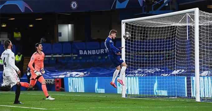 Ramos bất lực nhìn Werner đánh đầu vào lưới trống