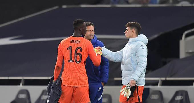 Kepa Arrizabalaga (gia nhập Chelsea từ Bilbao với giá 80 triệu euro): Thủ thành người Tây Ban Nha vẫn đang là cầu thủ đắt giá nhất lịch sử Chelsea. Chỉ là bây giờ Kepa đang phải cam phận dự bị tại Chelsea. Bản thân Kepa cũng đang tính nước ra đi nhưng chưa có CLB nào muốn mua anh vì mức lương khá cao