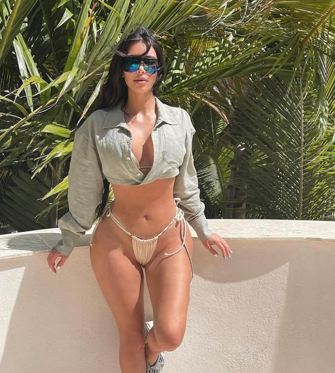 Kim Kardashian vẫn nóng bỏng và quyến rũ