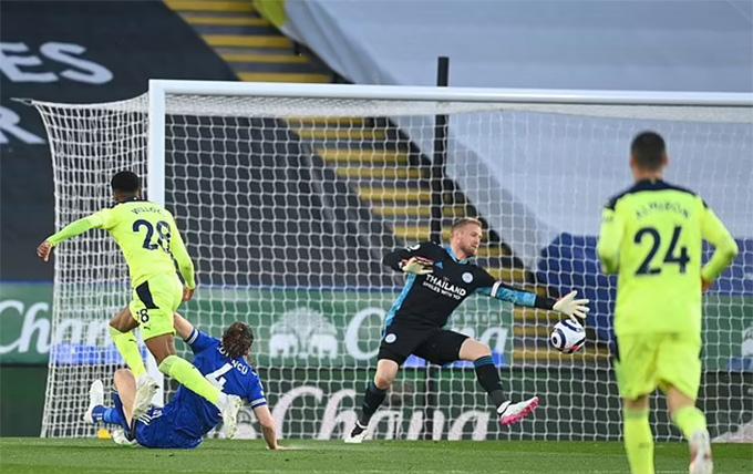 Willock tận dụng sai lầm của hàng thủ Leicester để có bàn mở tỷ số