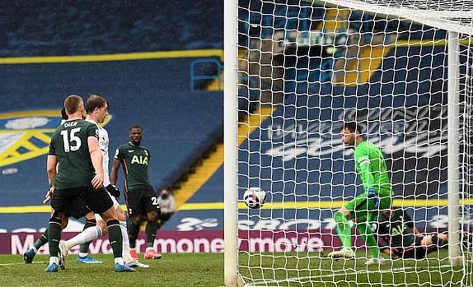 Bamford gây ấn tượng với bàn thắng vào lưới Tottenham