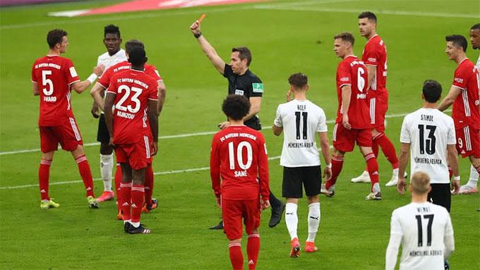 Chiến thắng của Bayern đã trọn vẹn hơn nếu Nianzou không phải nhận thẻ đỏ