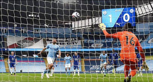 Tuy nhiên, Aguero lại bỏ lỡ tiếp cơ hội lần thứ hai khi đá hỏng cú phạt đền vào lưới Chelsea tối qua
