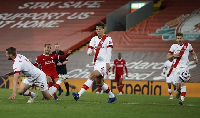 Thiago lần đầu ghi bàn cho Liverpool