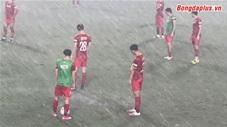 Đội tuyển Việt Nam dầm mưa luyện công trước vòng loại World Cup 2022
