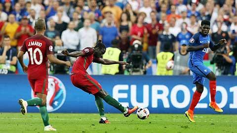 Những bàn thắng làm nổ tung cầu trường trong các trận chung kết EURO