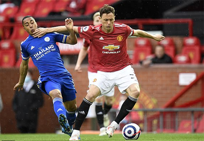 MU không đuổi kịp Man City khi thất bại trước Leicester
