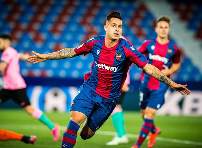 Sergio Leon ghi bàn gỡ hòa 3-3 trận Levante vs Barca ở phút 83