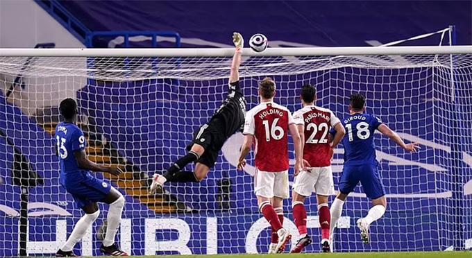 Xà ngang 2 lần từ chối bàn thắng của Chelsea ở phút 90