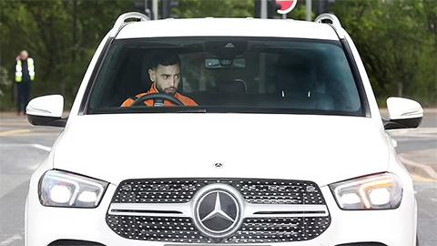 Cảnh sát và cầu thủ MU, Liverpool đến Old Trafford sớm để tránh bạo loạn