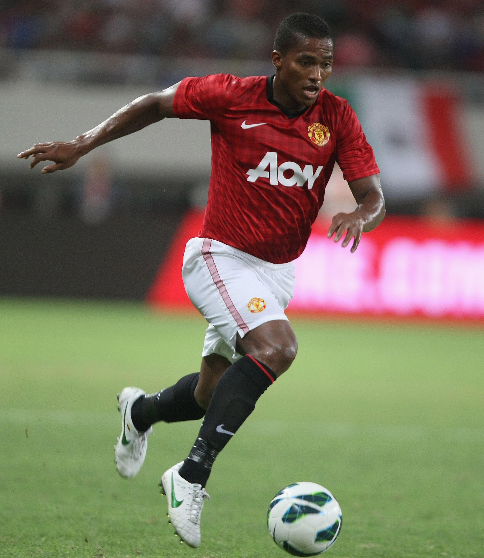 Chạy cần mẫn như một công nhân trong suốt 10 năm khoác áo Man United, Valencia đã khoác áo số 7 thần thánh và là ĐT của Quỷ Đỏ