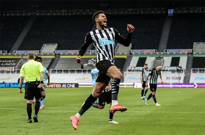 Joelinton ghi bàn trên chấm 11m ở phút bù giờ thứ 7 của hiệp 1