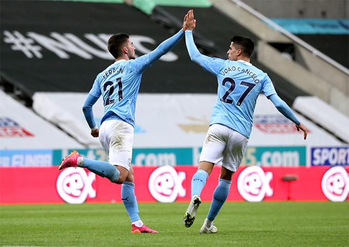 Ferran Torres tỏa sáng với cú hat-trick giúp Man City thắng nghẹt thở 4-3