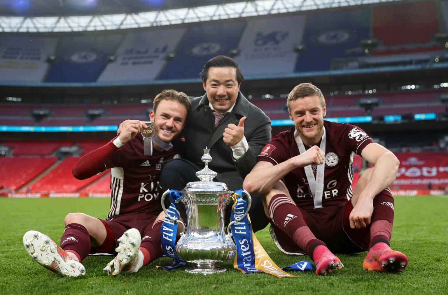 Các cầu thủ Leicester tuyên bố chiếc cúp này dành tặng cố chủ tịch Vichai, bố của ông chủ trẻ Kun Top