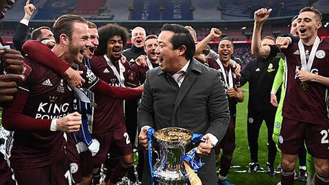 Dàn sao Leicester tặng chức vô địch FA Cup cho chủ tịch quá cố người Thái Lan