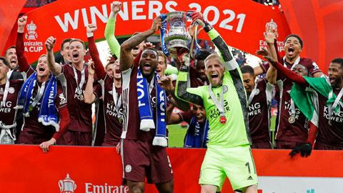 Các cầu thủ Leicester ăn mừng chức vô địch FA Cup lịch sử