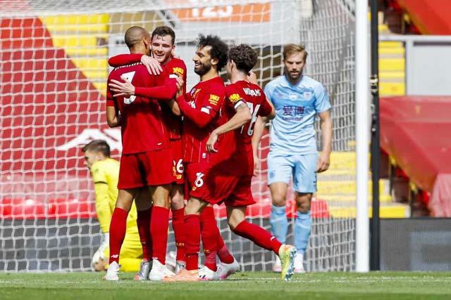 Burnley rất khó chặn đà thăng hoa của Liverpool (áo đỏ)