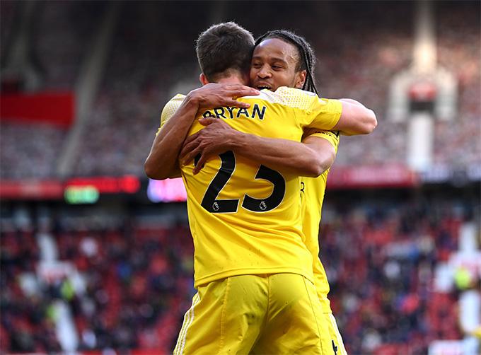 Joe Bryan mang về bàn gỡ quý giá cho Fulham
