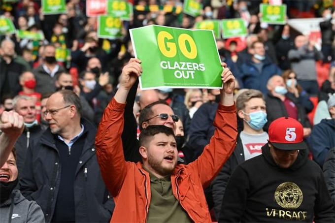 Fan MU tiếp tục biểu tình phản đối nhà Glazer