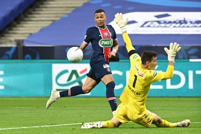 Mbappe ấn định tỷ số 2-0 trận Monaco vs PSG ở phút 81