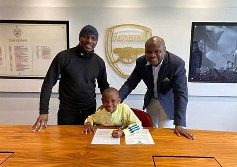 Messo gia nhập lò đào tạo trẻ Arsenal