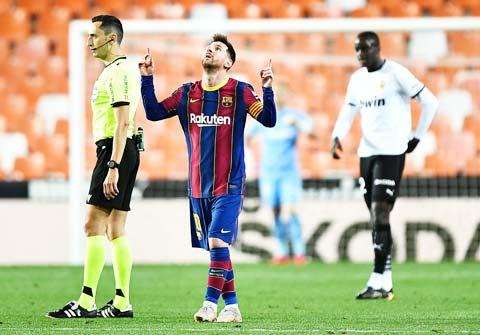 Dù không còn cơ hội vô địch nhưng Messi và đồng đội vẫn muốn nói lời tạm biệt mùa giải sóng gió này bằng một chiến thắng