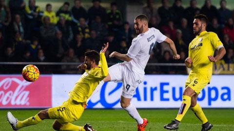 Real Madrid (trắng) sẽ không khó khăn để giành 3 điểm trước Villarreal đêm nay