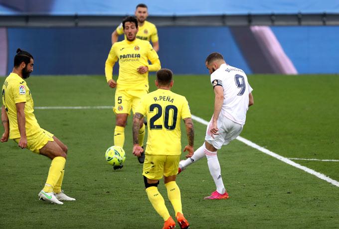 Benzema gỡ hòa 1-1 cho Real ở phút 87