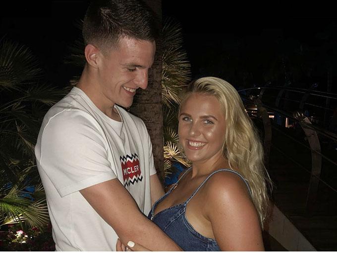 Lauren Fryer lúc này đang hạnh phúc với bạn trai chung thủy Rice