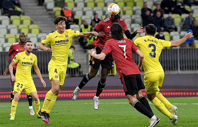 Pau Torres (số 4) thi đấu rất chắc chắn