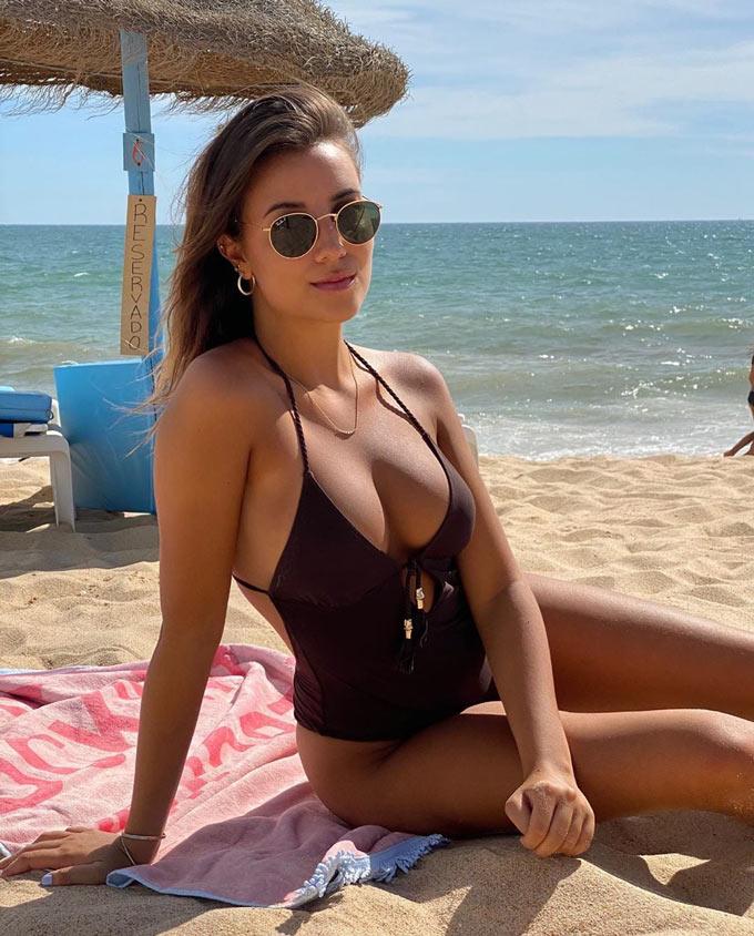 April Ivy (bạn gái Ruben Dias)