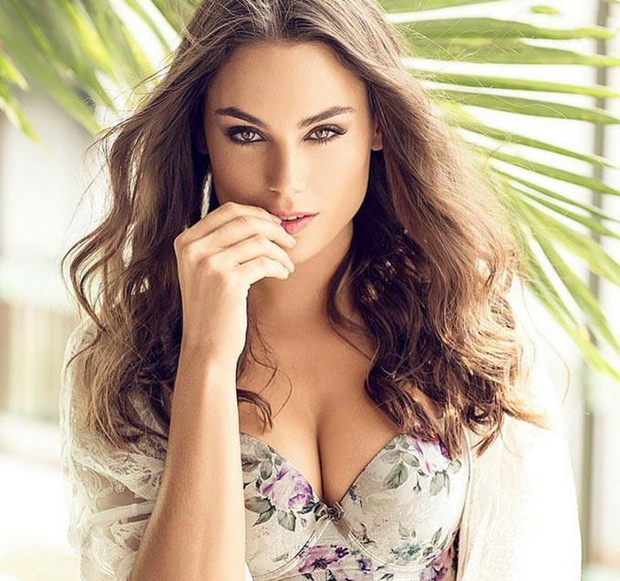 Stephania Stegman (tình nhân của hậu vệ Marcos Alonso)