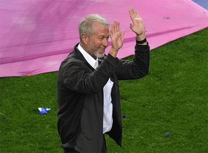 Chủ tịch Abramovich xuất hiện trong buổi lễ đăng quang của Chelsea
