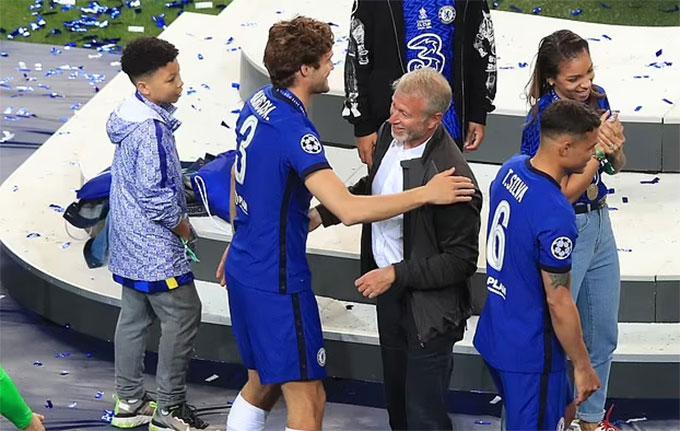 Các cầu thủ Chelsea không ăn mừng thái quá trên sân