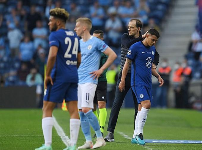 Silva phải rời sân trong hiệp 1