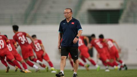 HLV Park Hang Seo muốn các học trò tự tin, không được sợ sệt trước trận đánh lớn Ảnh: MINH ANH