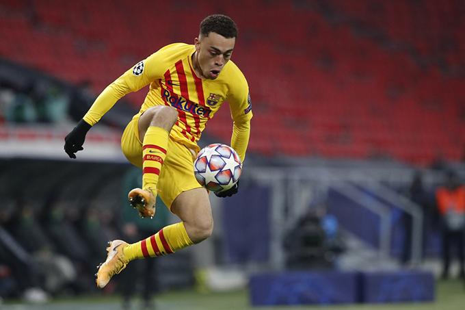 Dest không muốn rời Barca