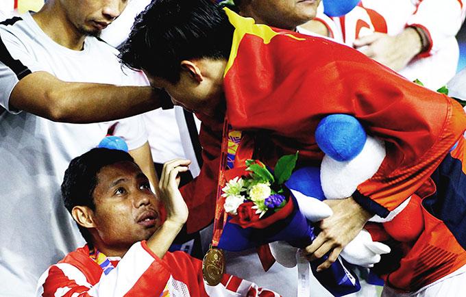 Đoàn Văn Hậu xin lỗi Dimas sau SEA Games 2019. Nhưng truyền thông Indonesia vẫn thỉnh thoảng công kích Văn Hậu